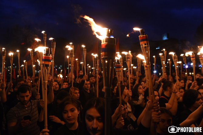 WE Remember and Demand #JUSTICE #ArmenianGenocide 1915 #NeverForget #NeverForgive From #Recognition to #Restitution! #Yerevan 23 April 2017<br>http://pic.twitter.com/M2oe18tiTx