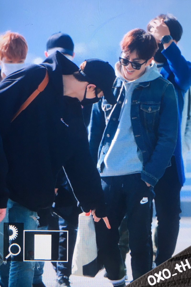 Is Chanyeol making fun of Suho\'s fashion statement?!? 😂