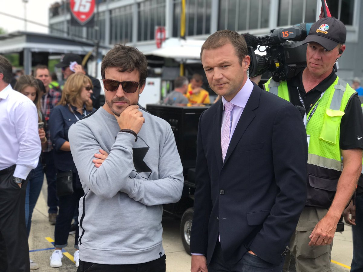 Talking with @alo_oficial how to get his @indy500 seat position right. In that moment I realized the enormity what he&#39;s taking on.  #respect <br>http://pic.twitter.com/XGnoT1Zpuk