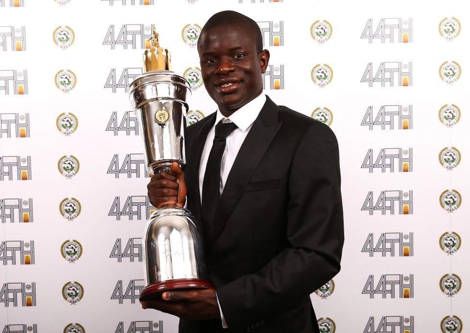 OFFICIEL ! N'Golo Kanté est élu meilleur joueur PFA de la saison en Premier League ! #ChampionsLeague #premierleague #football #jeuxvideopic.twitter.com/Y6u7IYTV9J
