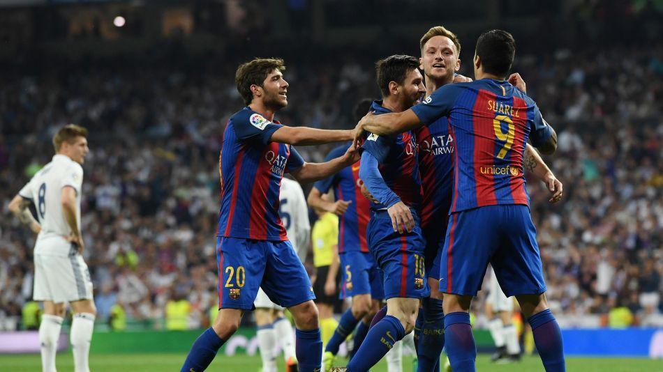 #Barcelone toujours plus fort.... 3-2 #ChampionsLeague #Barca #RealMadrid Un mot pour #Messi et ses amis...#football #guineantwitterpic.twitter.com/W59ABdnUCF