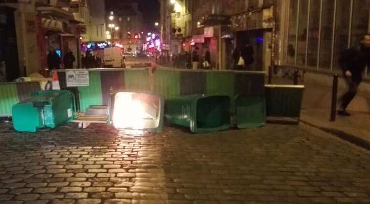 #FrenchElection: French Antifa Now Building Roadblocks And Setting Fires I Predict It Will Be A Long Night In #Paris.. Stay Safe #LePen<br>http://pic.twitter.com/HRfZ3IKU2y