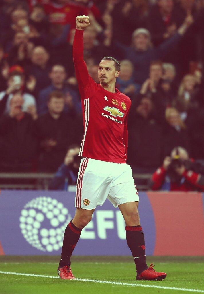 Zlatan Ibrahimovic has finished third in PFA Player of the Year awards #MUFC <br>http://pic.twitter.com/IpMyQb2IAj