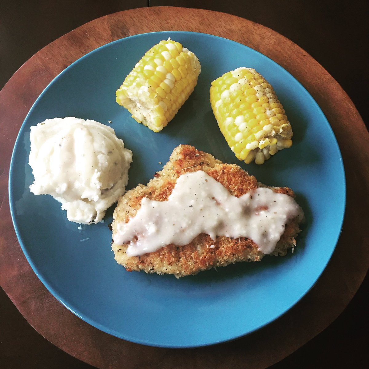 #southerncooking #sunday! chicken #friedchicken w/country gravy, mashed potatoes &amp; corn boiled in milk &amp;butter. @Foodiechats @FoodyTV<br>http://pic.twitter.com/WJFTqhZqsm