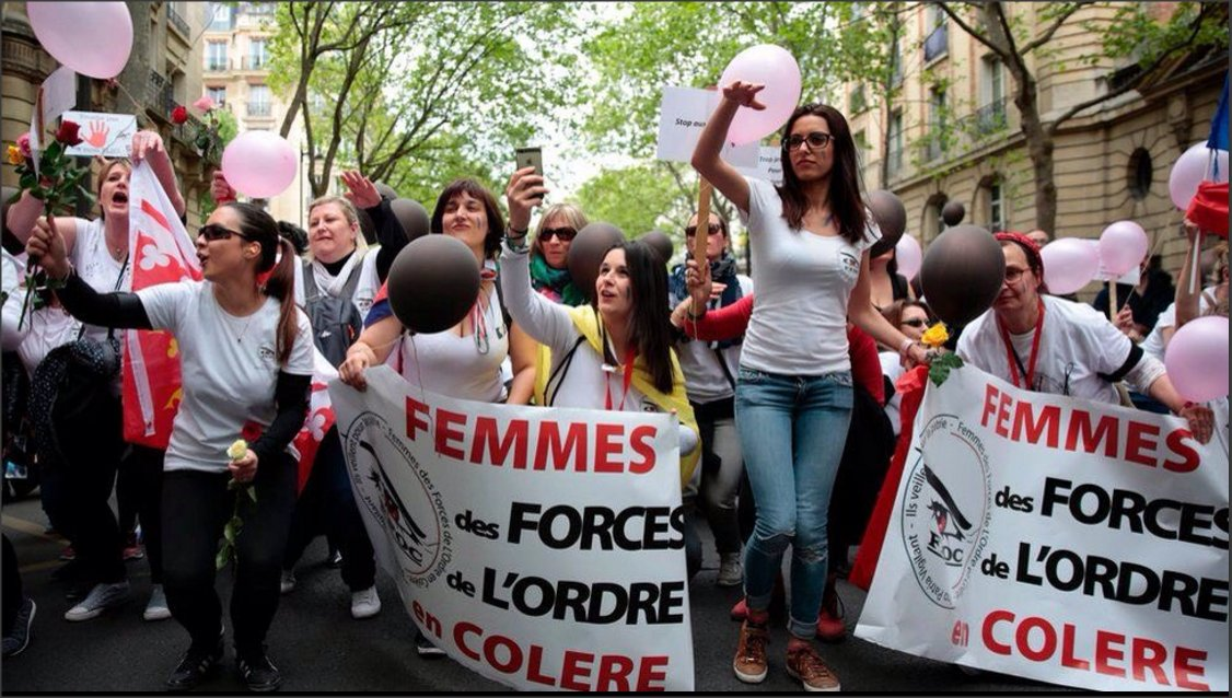 #French police wife&#39;s have held protest in #Paris supporting their husbands protesting against attacks on officers via @metesohtaoglu<br>http://pic.twitter.com/FWvNQtxC18