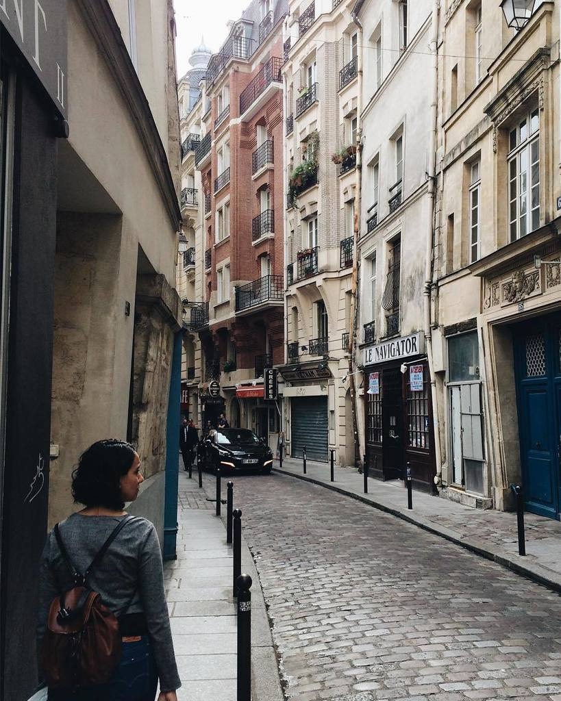 When you love someone, no matter where she is, that&#39;s were you want to be.  #vsco #latinquarter #parisien  http:// bit.ly/2oAgrUQ  &nbsp;  <br>http://pic.twitter.com/snTwQkvzjI