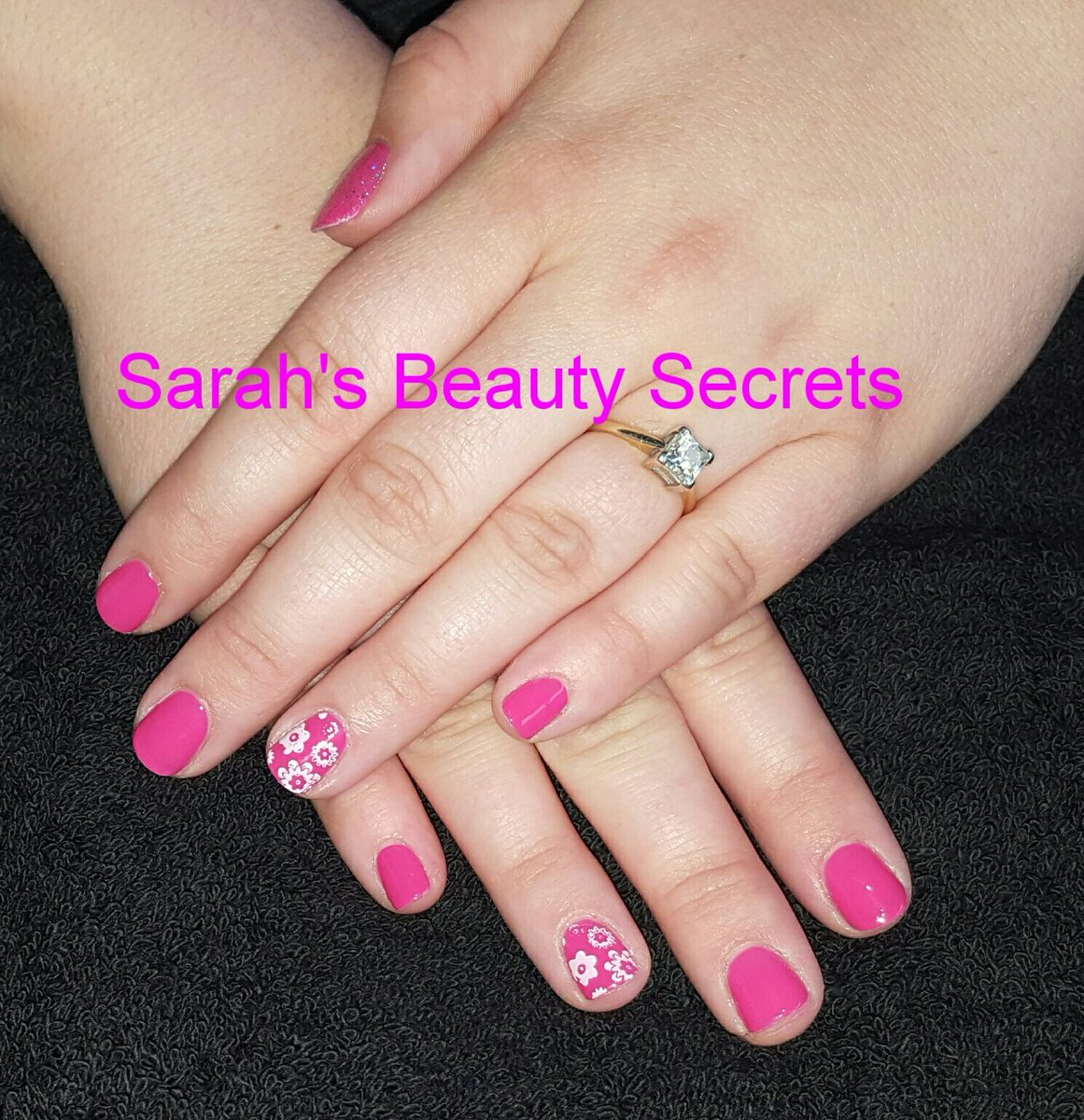 #CND Shellac Pink Bikini with #Moyou Stamping<br>http://pic.twitter.com/1EjwcckBGW