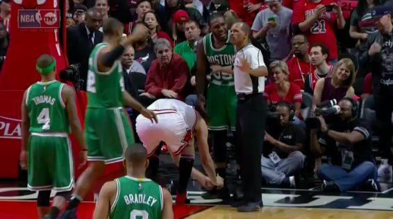 After Robin Lopez tied Jae Crowder's shoe, the Bulls went on a 13-4 ru...