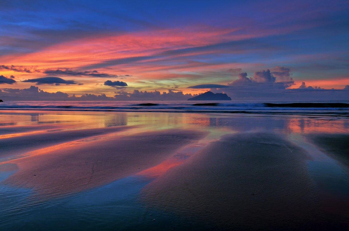 Dawn by Beach - Bruce Chen  https://t.co/LZr0gUjnwN https://t.co/Fn8UXATYWU