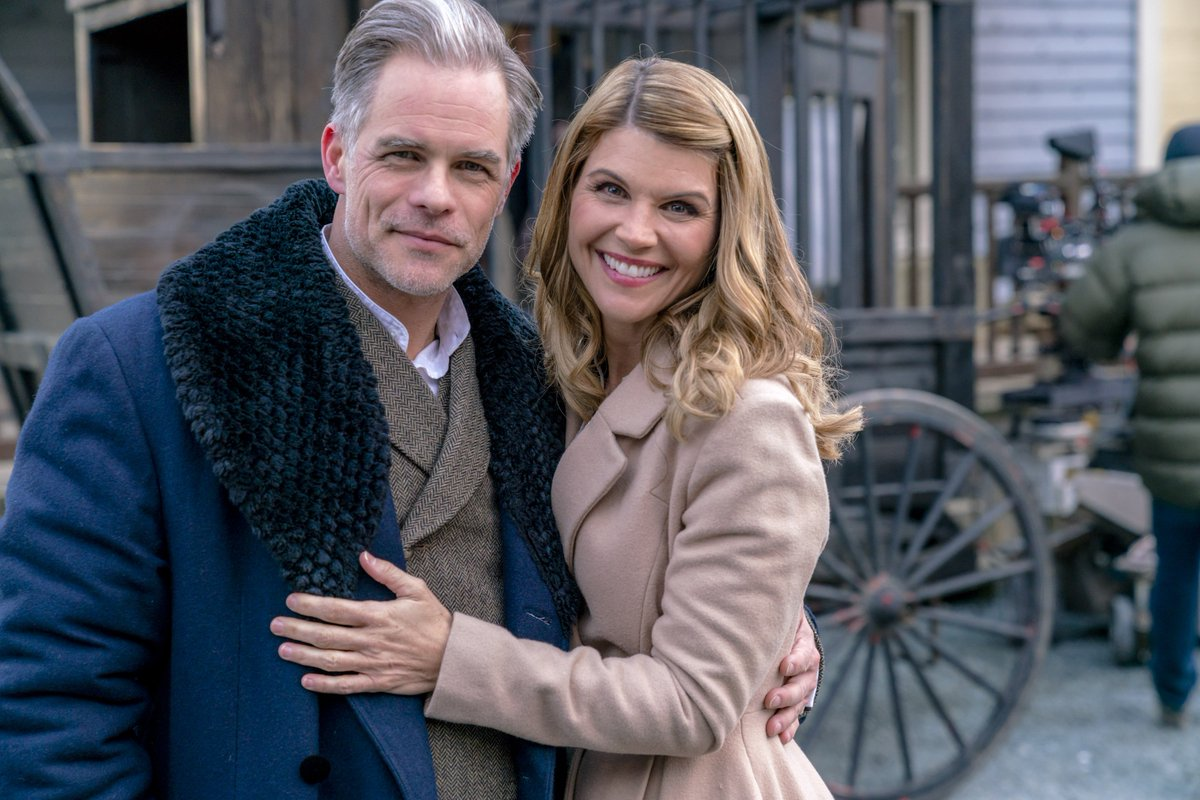 Lori loughlin loriloughlin twitter for How many seasons are there of when calls the heart
