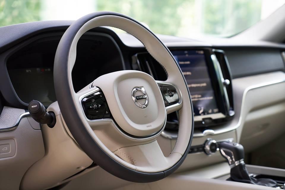 Les détails intérieur du  #NouveauXC60 vont ravir le conducteur et les passagers ! pic.twitter.com/NFDlM3ZPDw