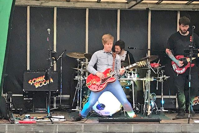 Well I don&#39;t have a weekend off from gigging until the end of September now! Can&#39;t wait #gigs #ontour #music #musician #band #gibson #shows<br>http://pic.twitter.com/vO7wiNbD7F