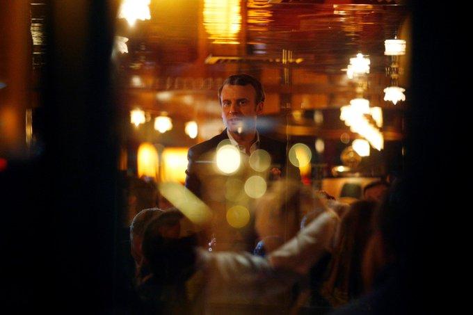La soirée de #Macron à La Rotonde ne passe pas : 'Chirac n'a pas fait la fête quand Jean-Marie Le Pen était au... https://t.co/bUu8VomjRn