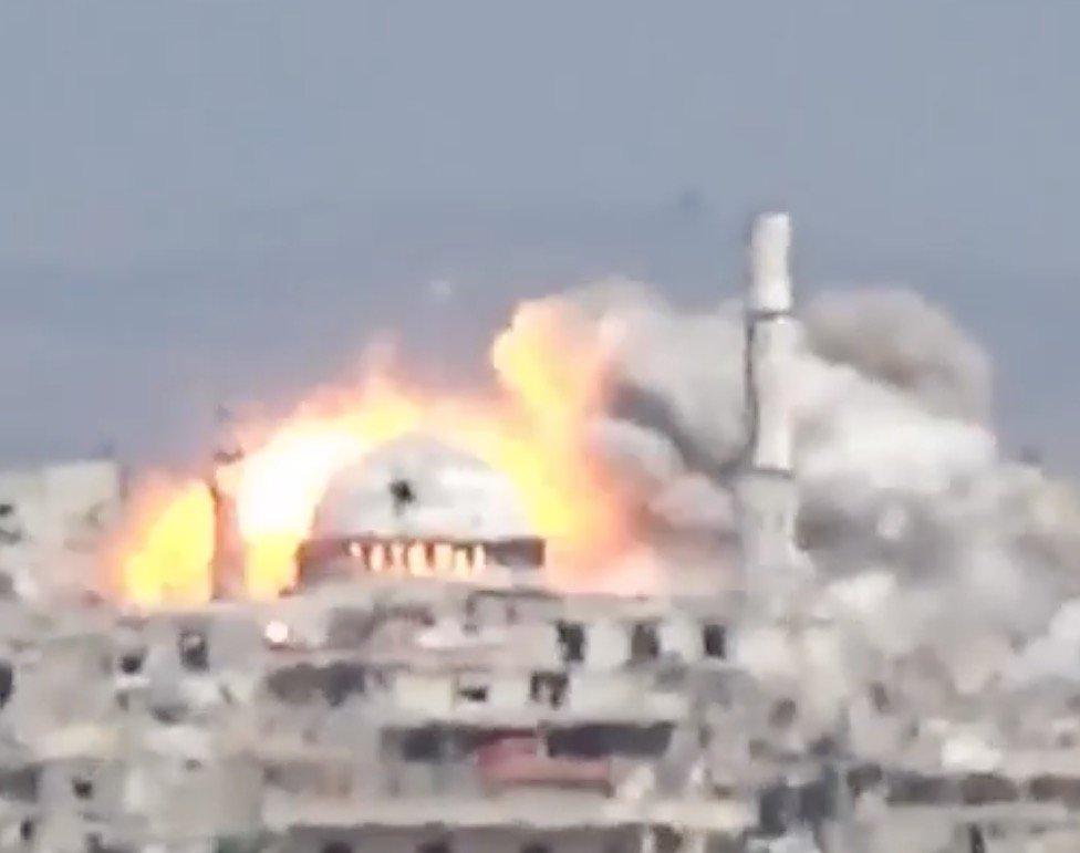 #Lataminah this morning. Heavy #AssadPutin bomb attacks on the city center.  https://www. youtube.com/watch?v=ZrDU-D 5N7qU &nbsp; …  #Syria <br>http://pic.twitter.com/G9mam2K1IG