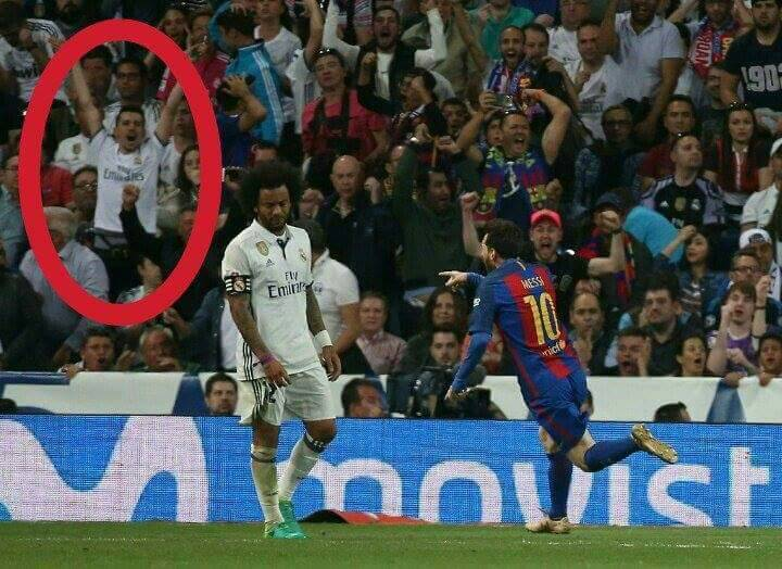 That moment when a Madrid fan celebrate Messi&#39;s goal #ElClasico  #RealMadrid #RealMadridvsBarcelona<br>http://pic.twitter.com/kFCwJpxOxU