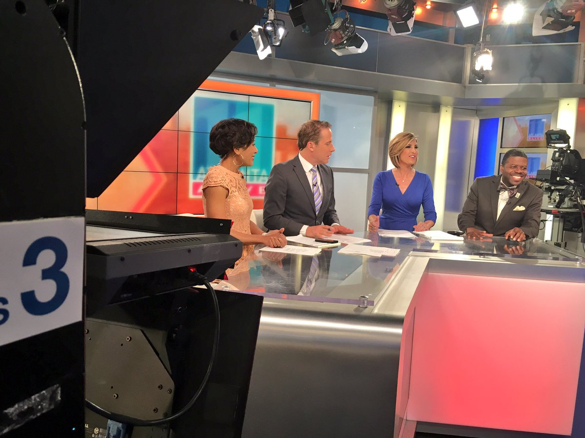 #AtlantaAlive is on right now! Tune in for top stories, weather and traffic! @11AliveNews #11Alive<br>http://pic.twitter.com/Tz09TDPErD