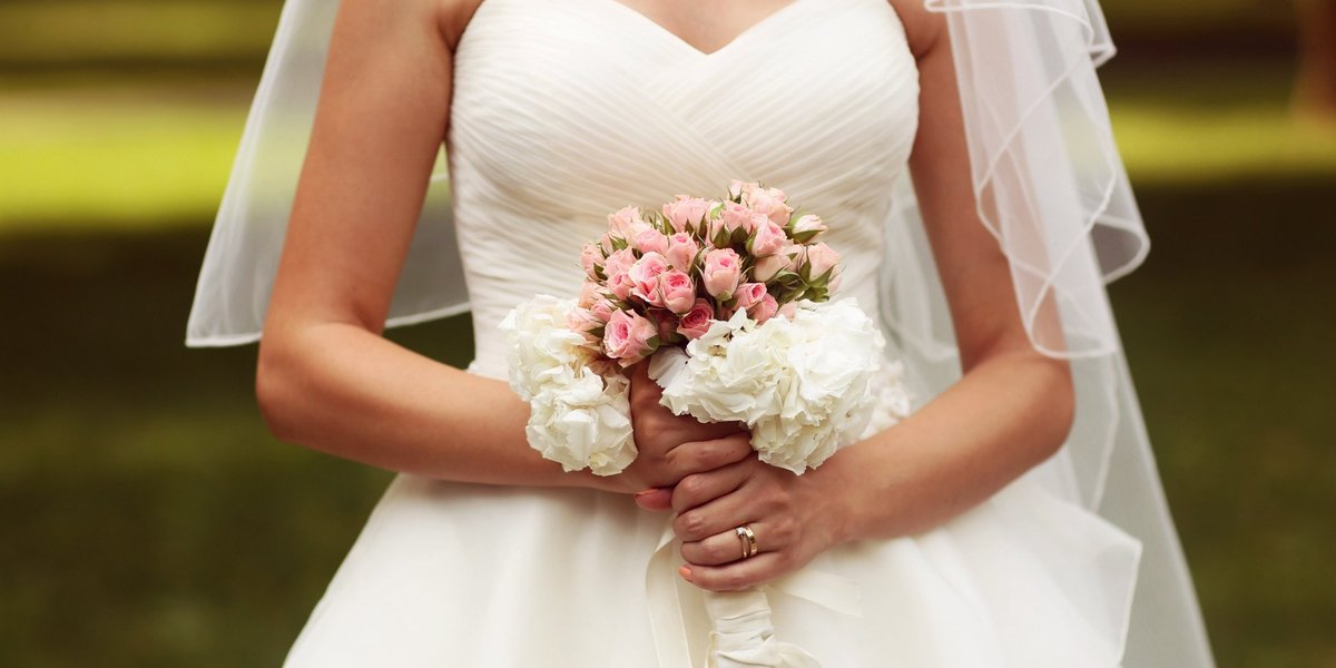 The amount women spend on wedding dresses may surprise you https://t.c...