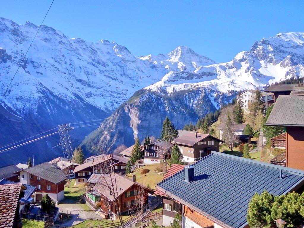 지난해 가을에 마지막으로 오고, 올해 처음으로 스위스 알프스에 왔더니, 날씨가 끝내주게 좋구나.   미세먼지 0의 세계가 있다면 이런 곳이다. 공기중에 꿀이 둥둥 떠다니는 것 같다. https://t.co/ZZ7L7KZ919