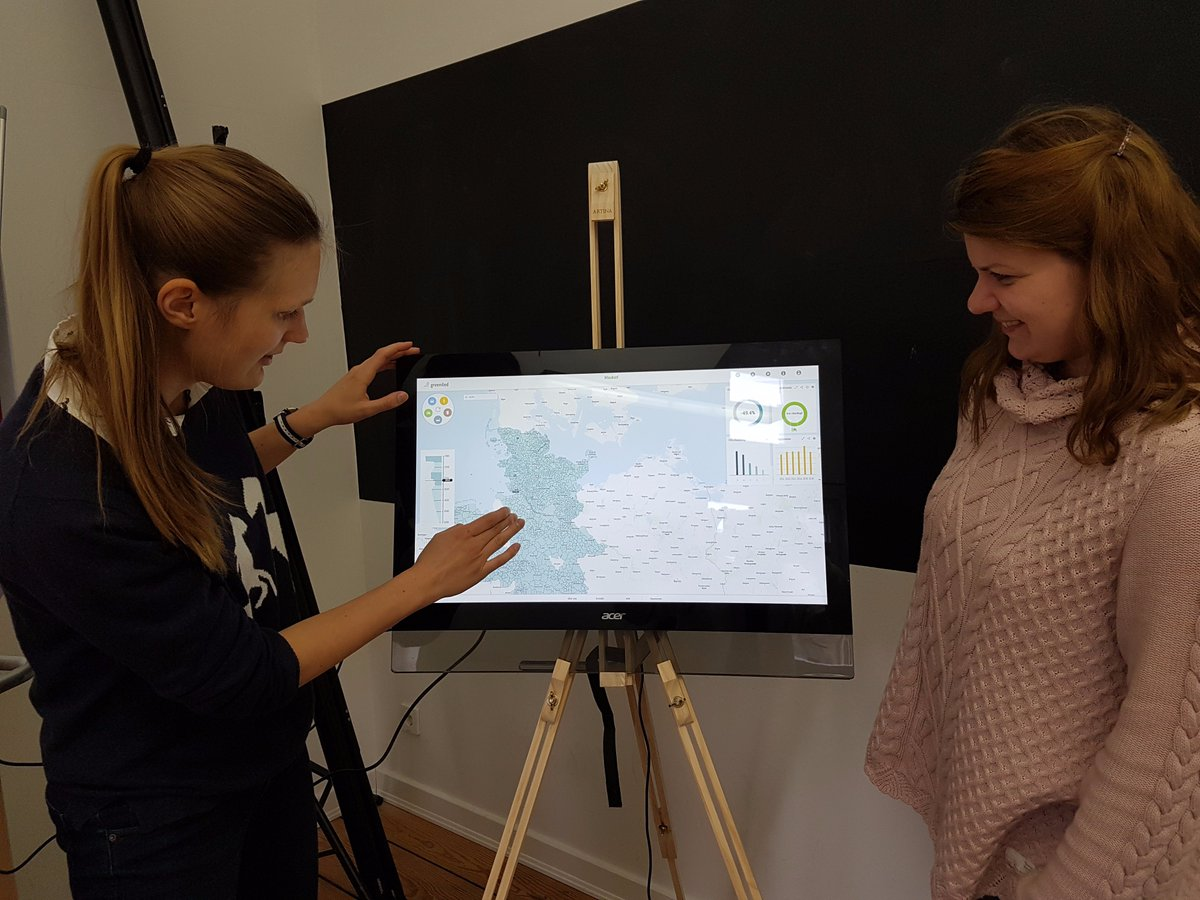 New office, new #touchscreen and new #easel - that&#39;s true excitement  We #innovate also our #presentation! <br>http://pic.twitter.com/6OvKeseh72
