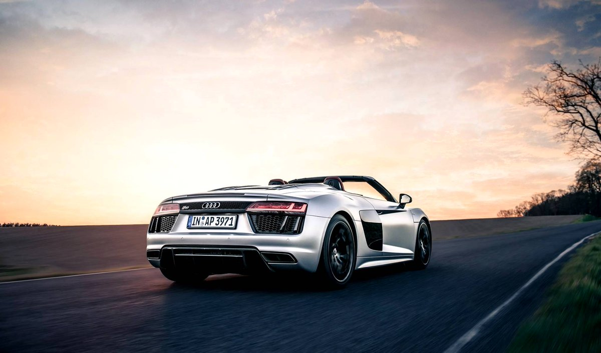 To all the cowboys: How about this for a ride into the sunset? #AudiR8 #LeagueofPerformance 📷 Q-motive.foto