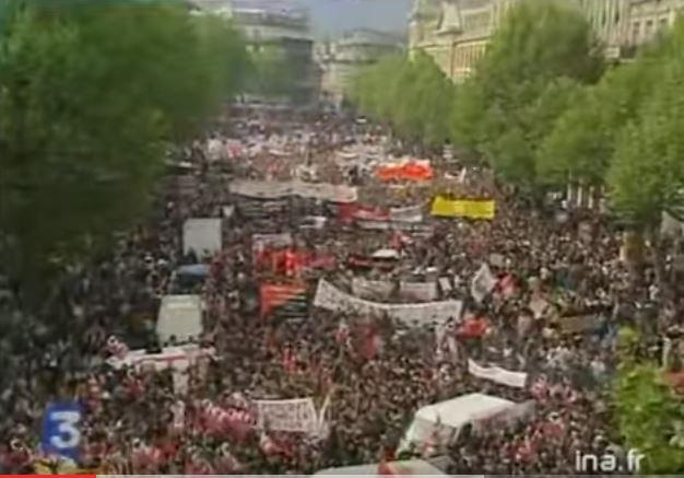 En 2002, on était là...  En 2017, on prévoit quoi ?  #FHaine #Dédiabolisation #21avril #23avril pic.twitter.com/ghhPhxRNDd