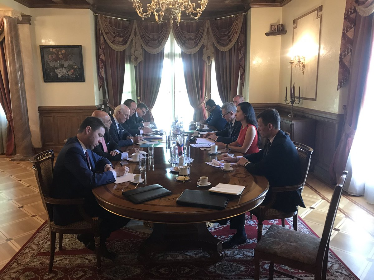 G.#Gatilov met @UN Special Envoy on #Syria S.De #Mistura to discuss developments of Syrian political process<br>http://pic.twitter.com/7c0ZTHJpjw