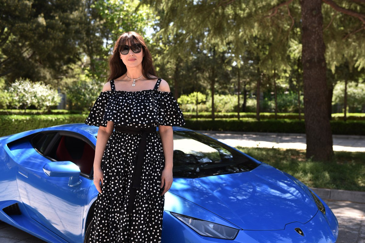 Made in Italy at its best: Monica Bellucci and the Lamborghini Huracán.