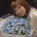 あ。これ載せるのわすれてた大きい花束、曜ちゃんカラーで私が大好きなかすみ草が入ってたの嬉しくてにやに…