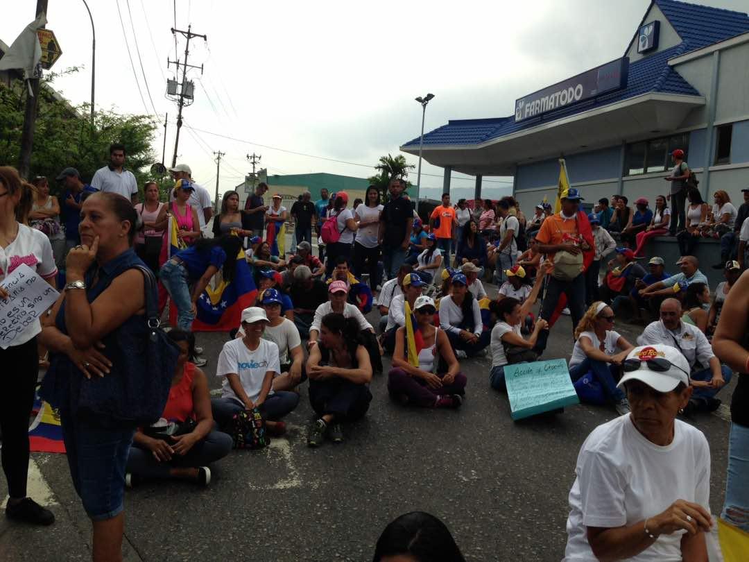MINUTO A MINUTO | Así está el 'plantón' en Guarenas, Miranda #24Abr ht...