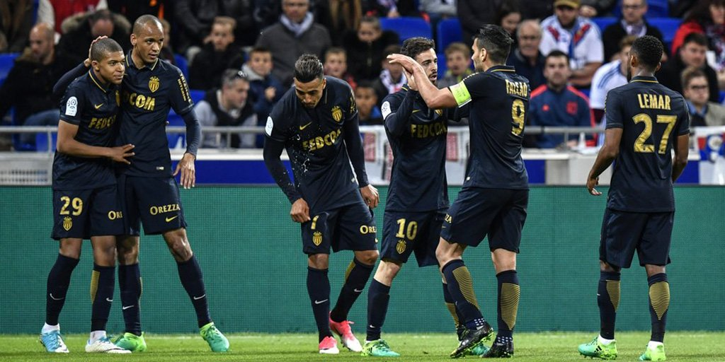 .@AS_Monaco_EN made another leap towards the title as goals from @FALCAO and @KMbappe sealed @Ligue1 leaders a 2-1 win at @OL #OLASM #Ligue1<br>http://pic.twitter.com/rMOXNrFazs