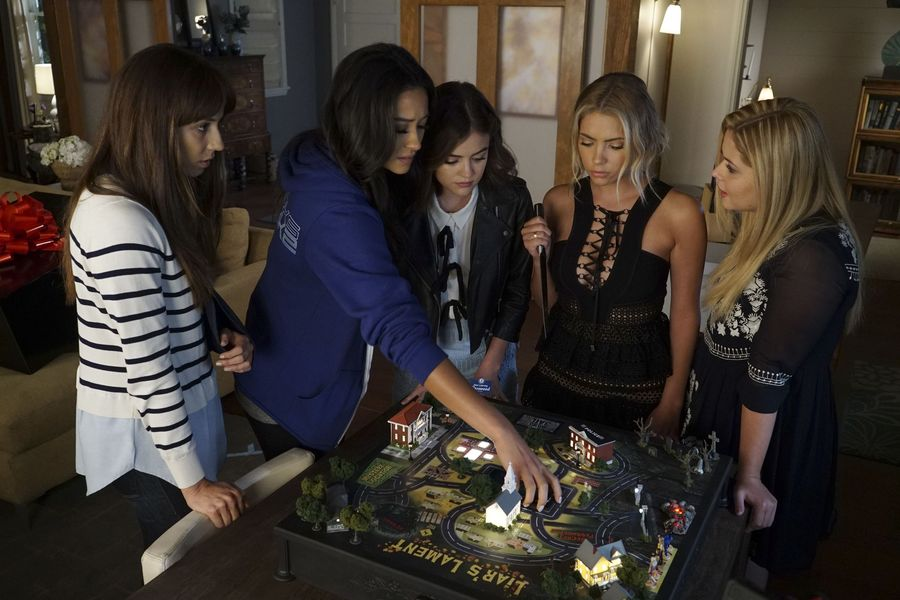 Looks like it's your turn to play, Em. #PrettyLittleLiars #PLLEndGame...