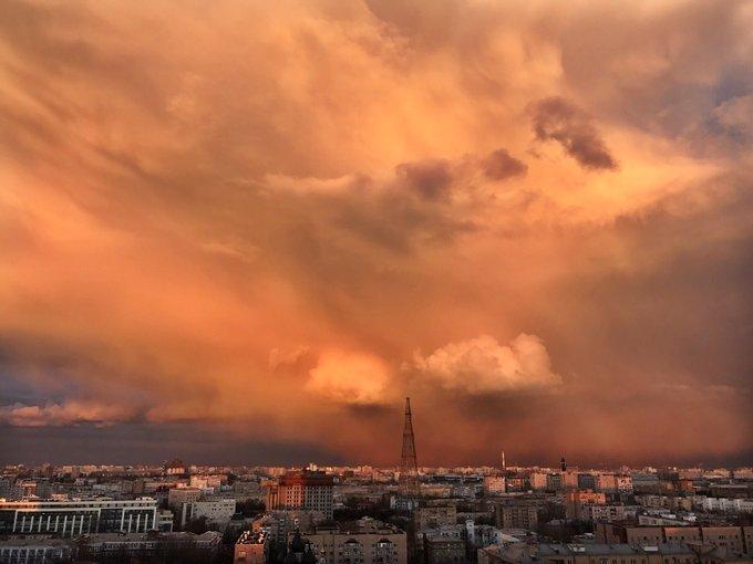 نتيجة بحث الصور عن سحب نارية في سماء موسكو