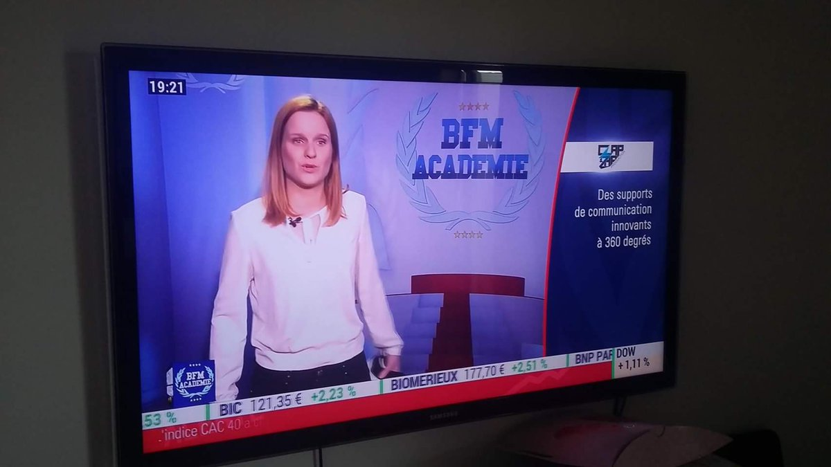 En direct live @ClapZap #BFMAcademie #BFMBusiness @Evecheg dis moi oui! ^^pic.twitter.com/NjQdS5T7g0