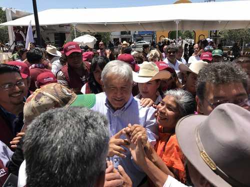 Humberto Moreira, libre por la impunidad y la ayuda de #Calderón, insiste @lopezobrador_ →  https:// goo.gl/R9myMJ     #AMLOpic.twitter.com/oQLajPN6bk