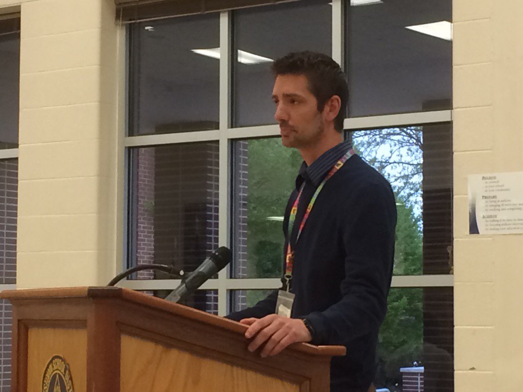 @pottstownschool Wellness Coordinator David Genova about to honor Walking School Bus volunteers. https://t.co/p8D3uLK1eY