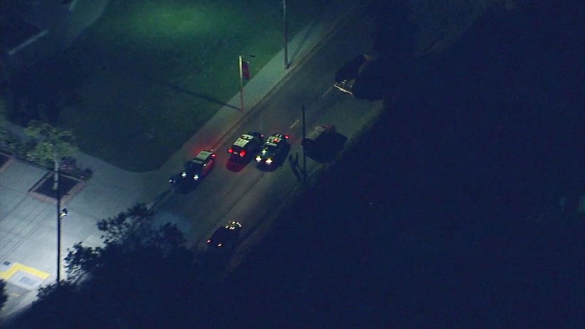 #BREAKINGNEWS Police searching for robbery suspects believed to be arm...