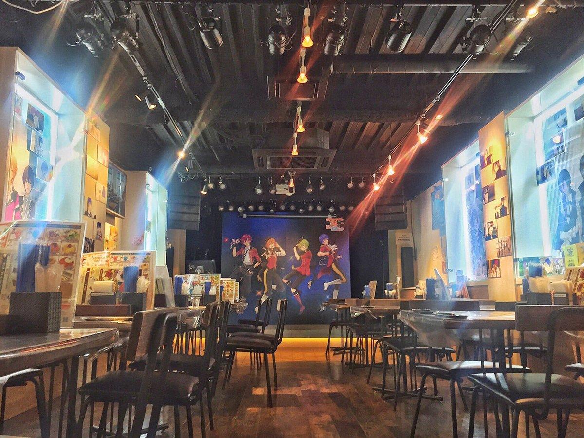 秋葉原にあるアニマックスカフェでは現在コラボを開催中!オリジナルメニューの展開に加え、サイン入りアフレコ台本なども展示しています!