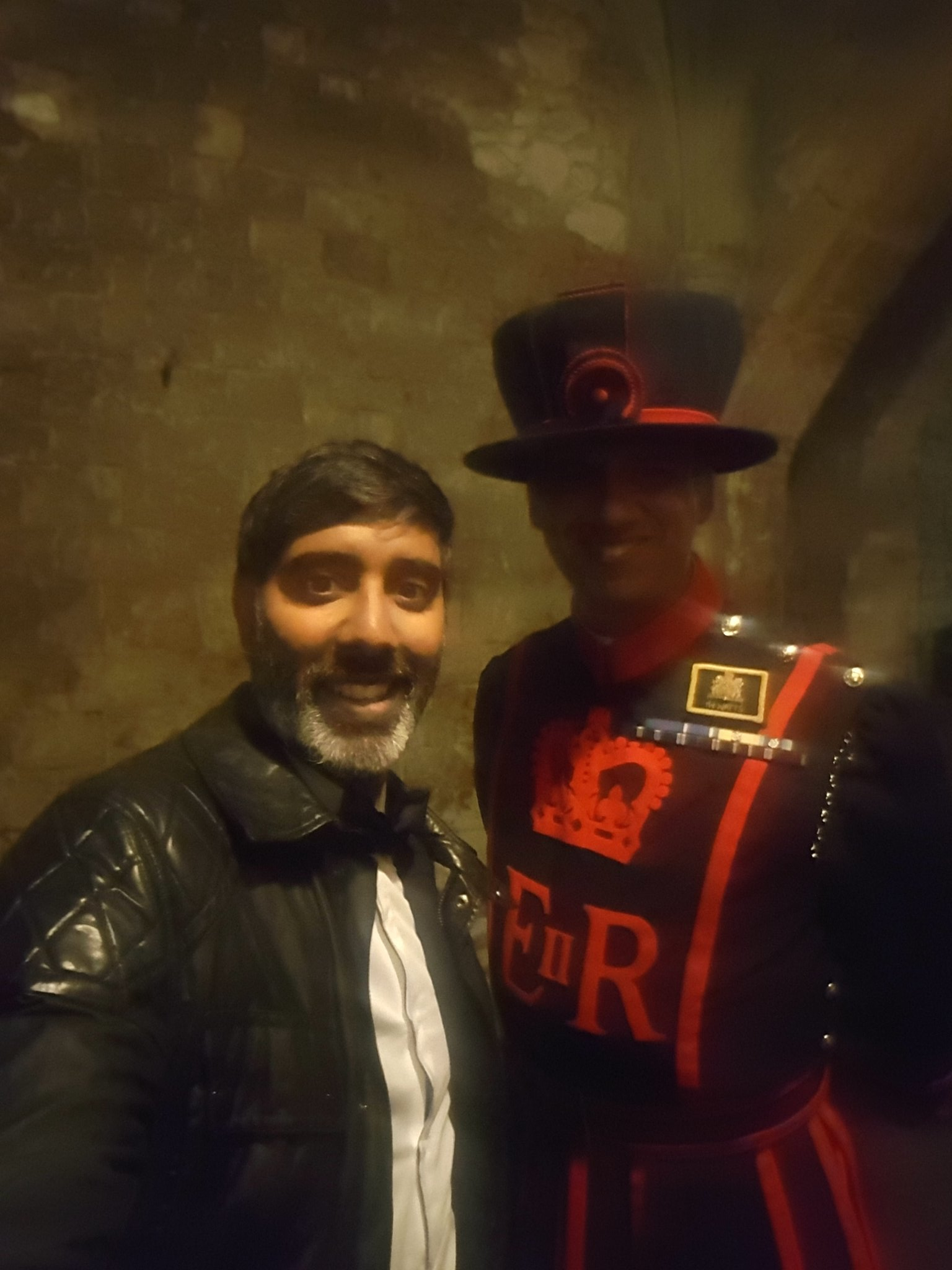 After my dinner with @BritishArmy top brass at the Tower Of London had to have this pic. https://t.co/1XNiseUehP