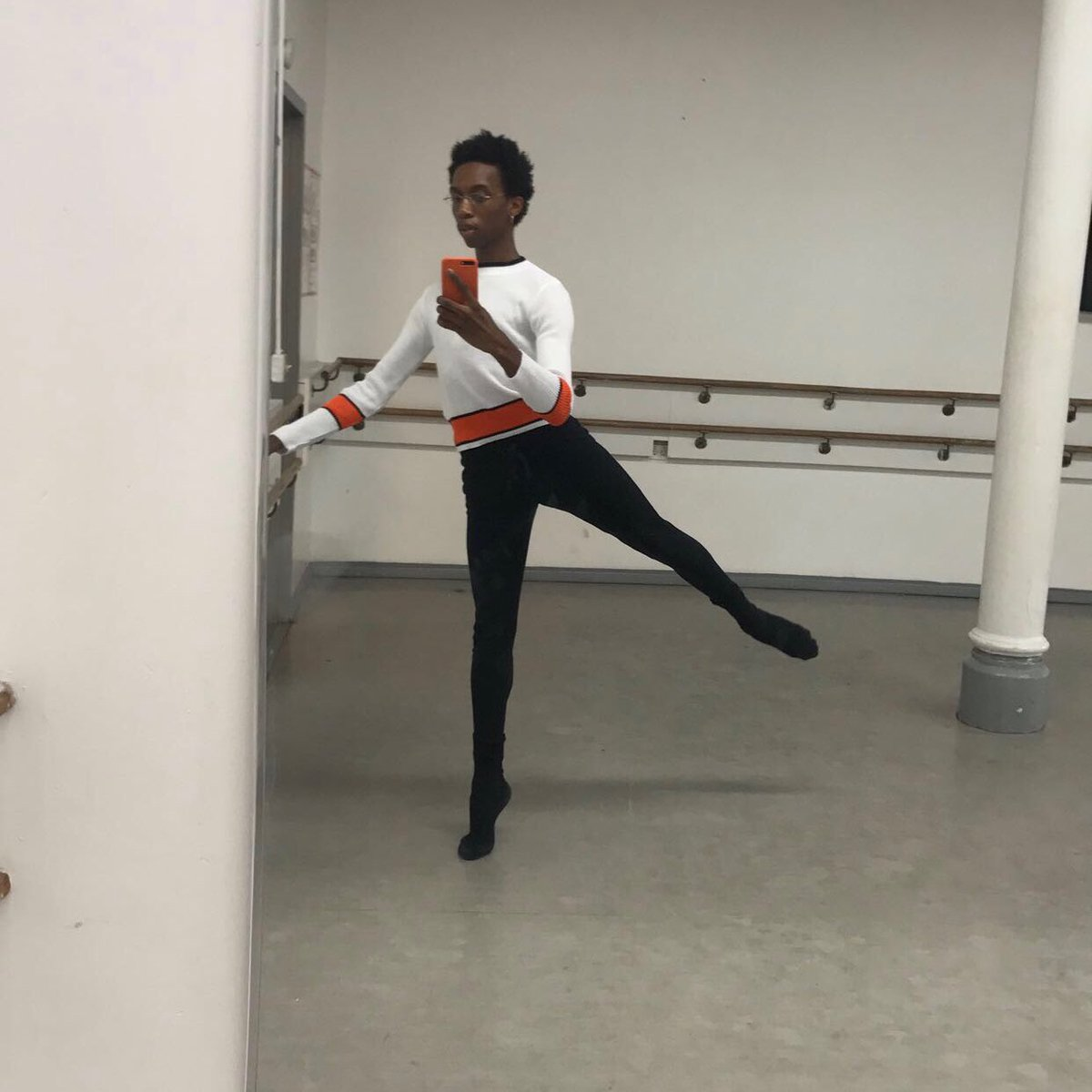 giving u some ballet linezzz 📐✨ https://t.co/Lve5thxYB0