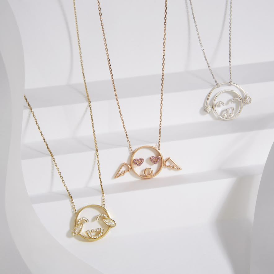 The power of three! These pendants know how to work a crowd! #pendants #gold #lovegold #moyen #RUIFIER<br>http://pic.twitter.com/oTdbdt1i7H