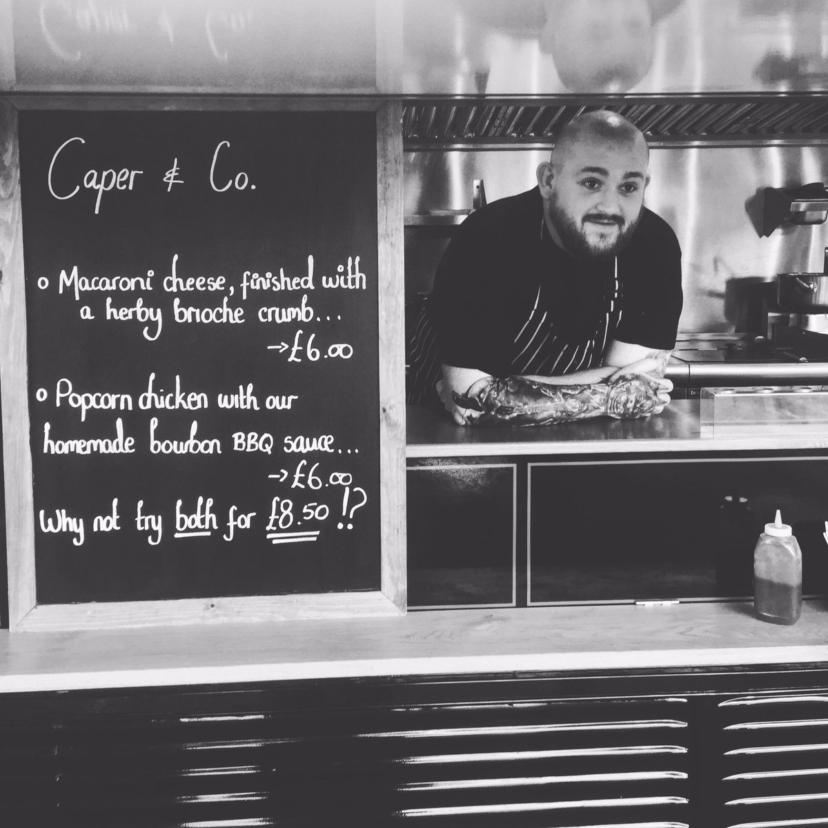 RT @caperandberry The first outing of our H Van @LoseleyPark with @Loseleyevents #ummm #streetfood #eventprofs #greatforeveningfood