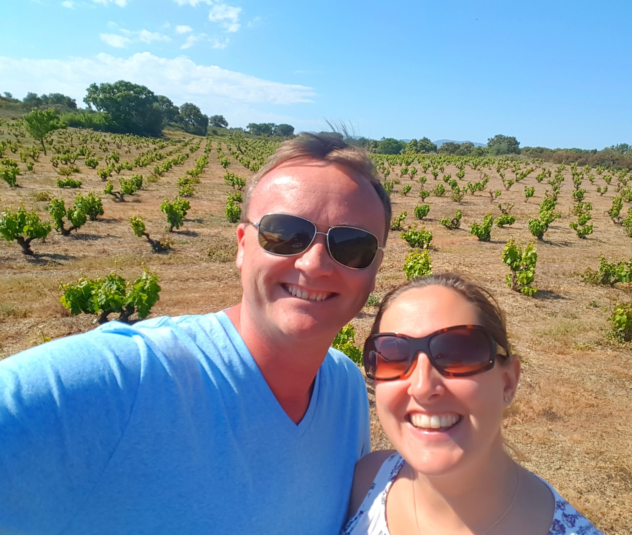 #Selfie with Amber standing among 90+ year old vines at Celler Mas Llunes #InCostaBrava. A #WineLover dream come true. #Wine #Catalunya https://t.co/0AxCgwdlyB