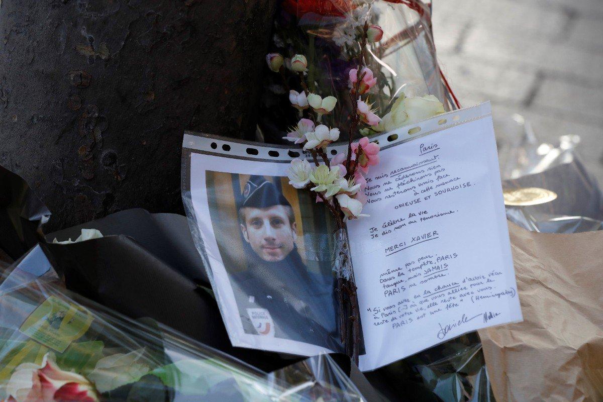 #attentatchampselysees : #hommage national au policier tué sur les Champs-Elysées https://t.co/LEm4oLkEg0