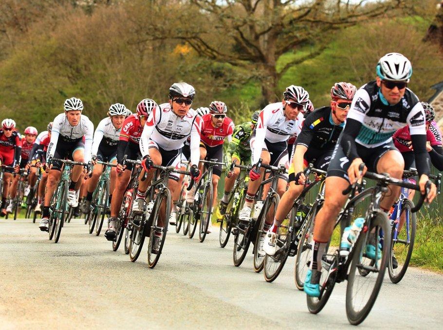 @tourbretagne : départ de #Rennes ce midi, pour sept étapes à travers la région #Tour Bretagne  https:// goo.gl/CPiRoa    pic.twitter.com/7m1FYUs9lk
