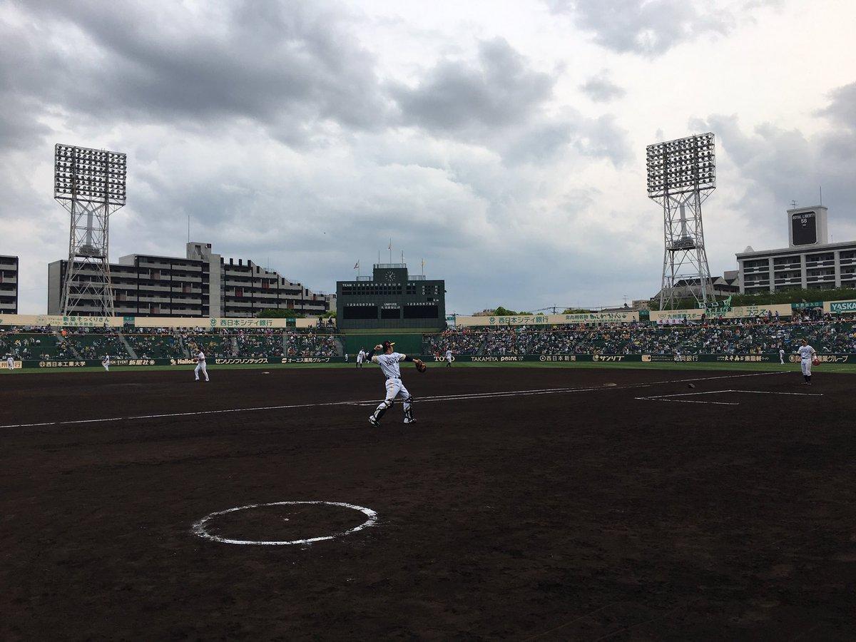 今日は北九州市民球場でのナイター試合☆ 今のところ降雨なく、過ごしやすい気候です! #sbhawks https://t.co/5d96tv...