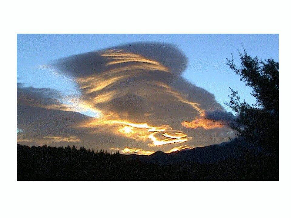 #battleciel  soleil couchant au dessus de Oms....C'est magique#canigoupic.twitter.com/Sg9OhZaJHB