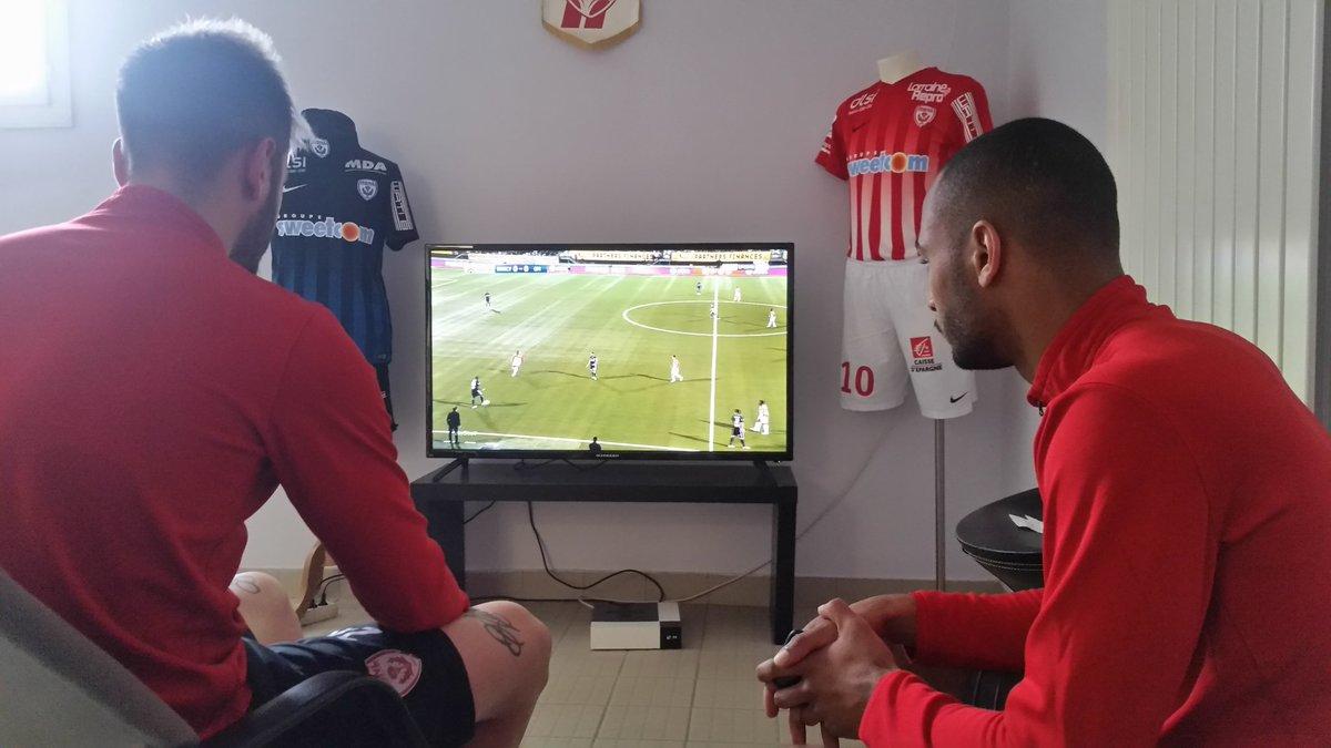 On refait le match #ASNLOM #Cabaco #Badila<br>http://pic.twitter.com/XUqHFCviA7
