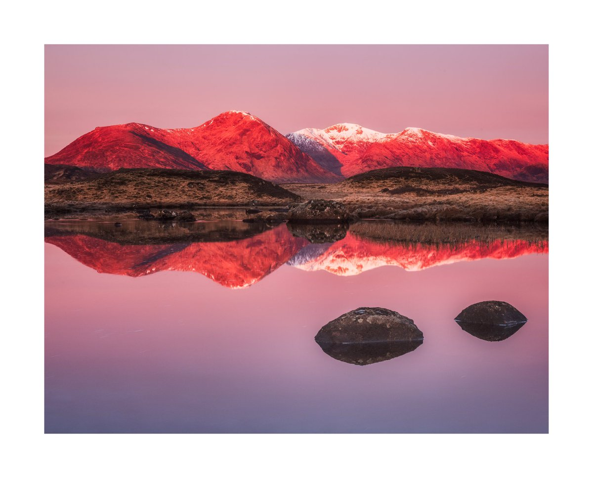 Wow. That light. Those colours. @Vemsteroo shows us the evening redness in the west #WexMondays https://t.co/KVNfnmHgE0