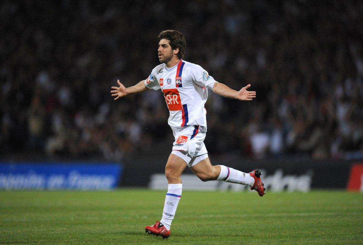 👑 Juninho Pernambucano 👑  @OL ⬇️ Games: 344 Goals: 100 Free-kick goals...