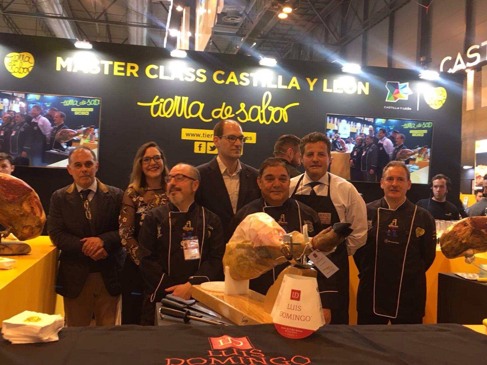 Presentación de los mejores jamones de Castilla y León en el #SalónDeGourmets #TierraDeSabor https://t.co/QM0xG30duF